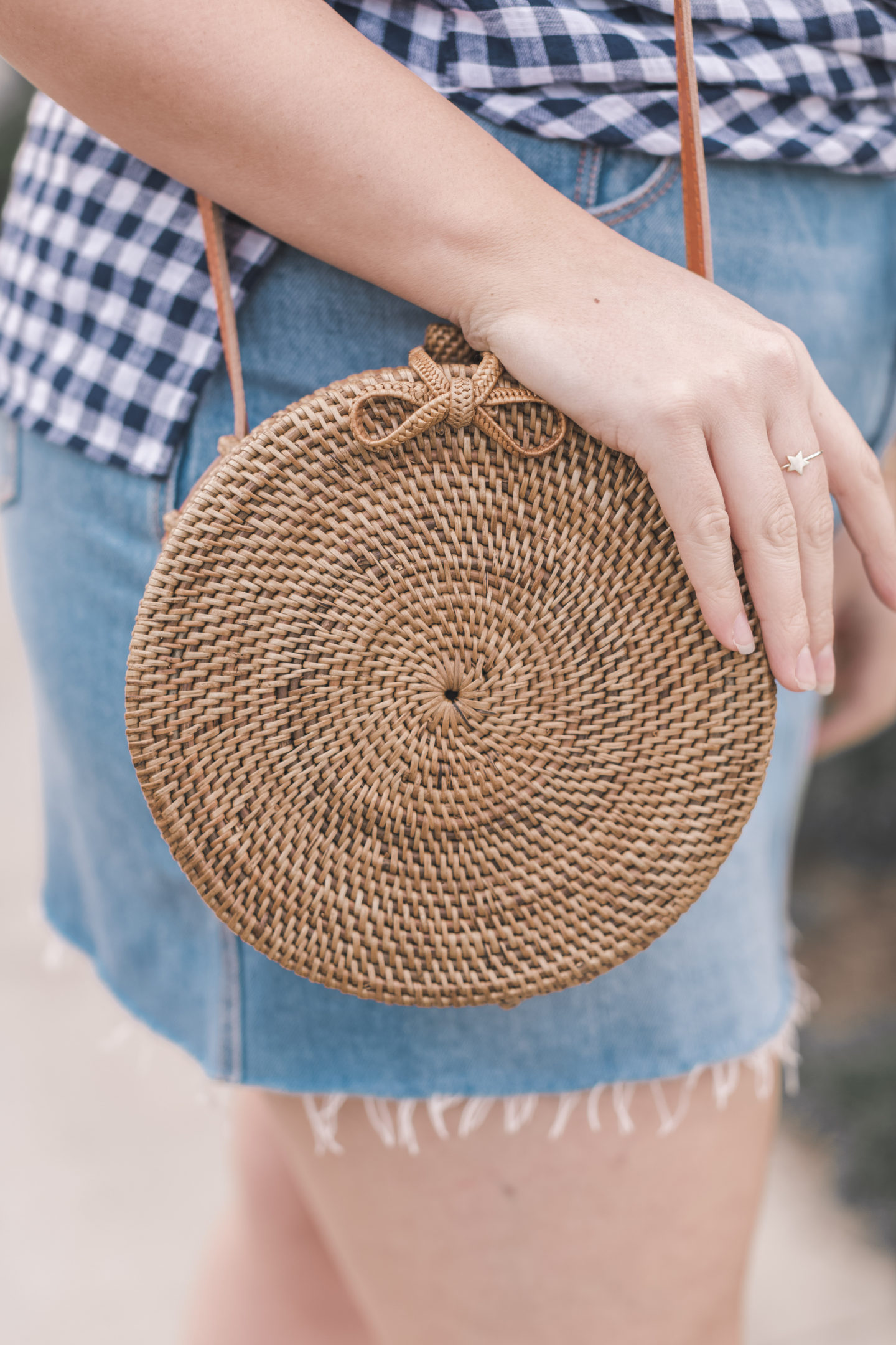 round woven straw bag
